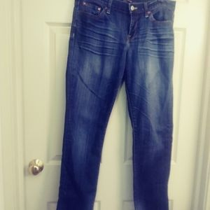 Lucky Brand sweet n straight jeans. Med wash